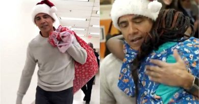 Barack Obama's surprise visit as Santa Claus to a children's hospital is melting hearts online